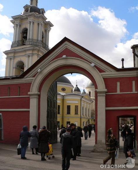 Покровский миссионерский монастырь.  В конце XIX века, примерно с 1870 года монастырь был преобразован в.